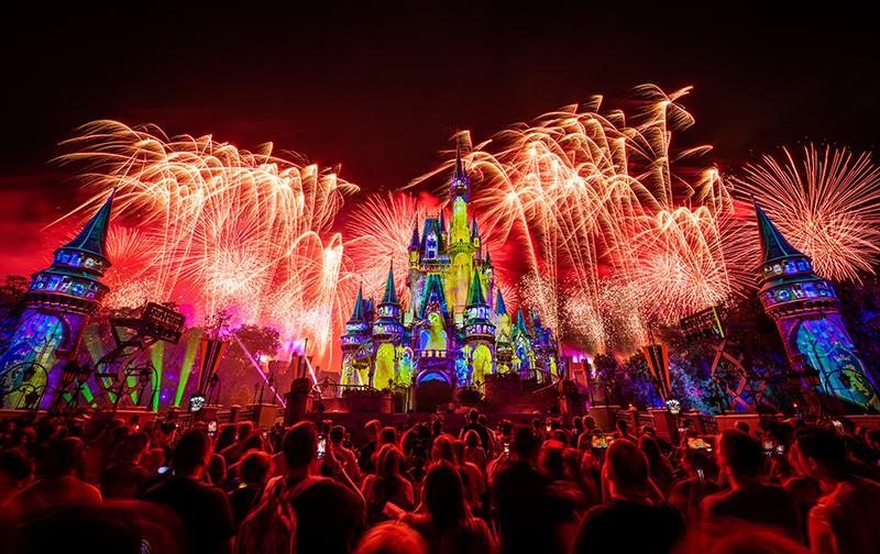 Новое шоу фейерверков в волшебном мире Уолта Диснея