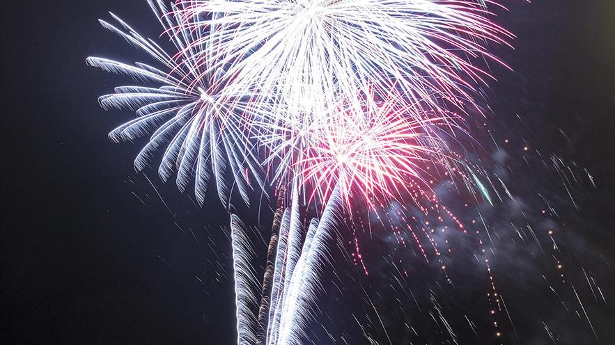 Дайджест недели: фестиваль фейерверков в Ижевске, фейерверк после футбольного матча, новые шоу в парке аттракционов и многое другое