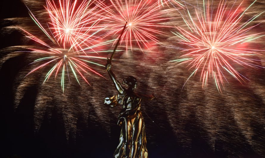 Дайджест недели: фейерверки на день победы в России, на 4 июля в США, на 14 июля во Франции