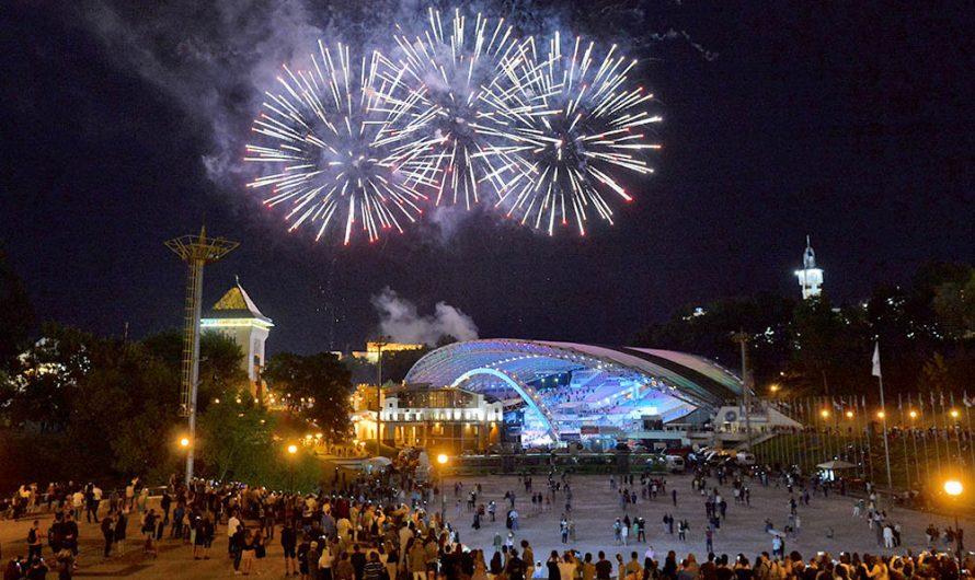 Фейерверк на Славянском бульваре в Витебске