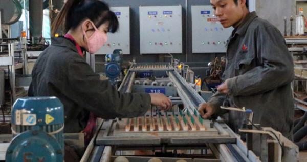 Китайские производители фейерверков заменяют людей роботами