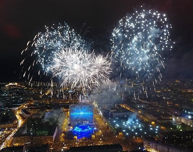 Празднование Дня города в Мурманске завершилось фейерверком