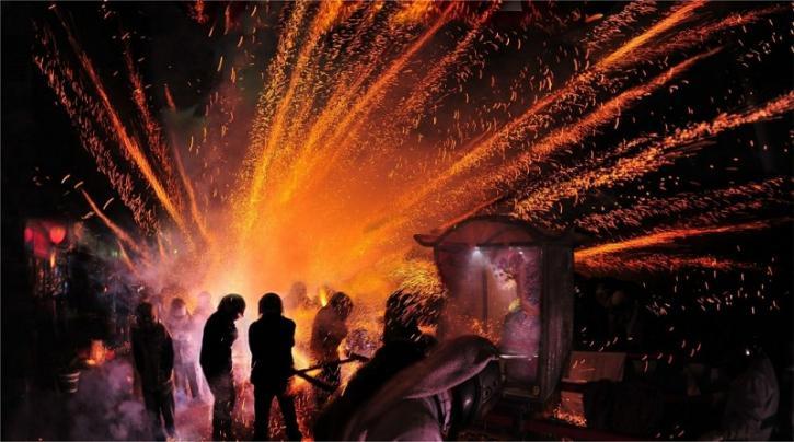 Пожар на складе в Ростове-на-Дону неожиданно подарил горожанам незабываемый фейерверк