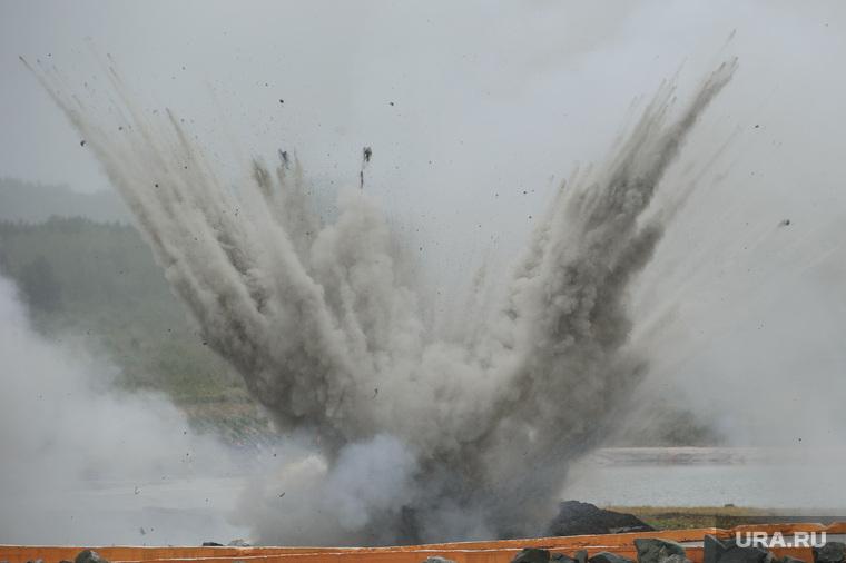 Пожар и взрывы на складе боеприпасов на военной базе под Рязанью